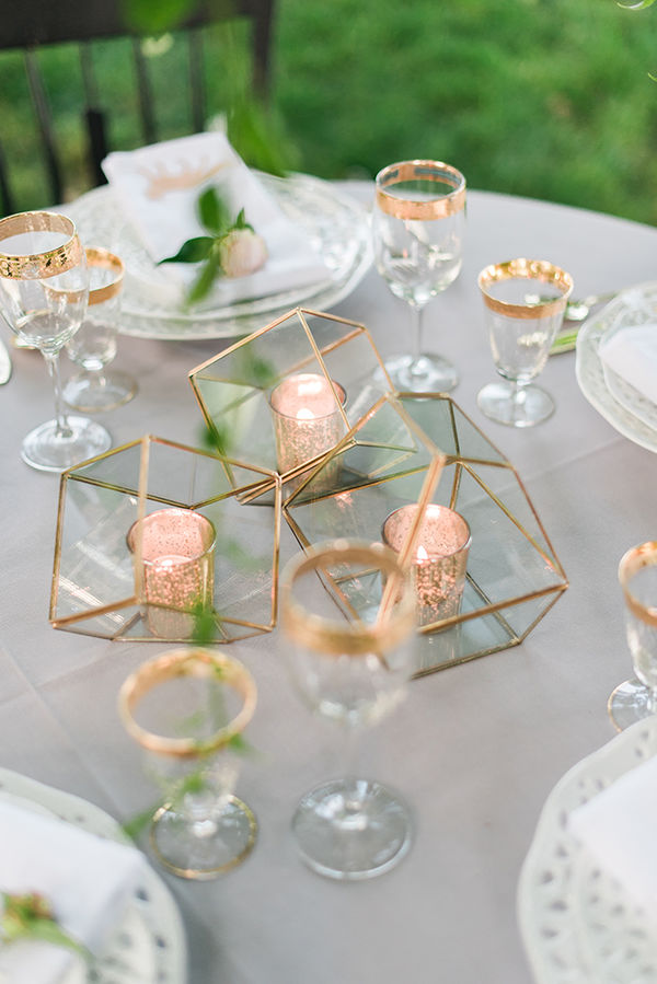 Geometric centerpiece. Perfect for minimalist, romantic atmosphere