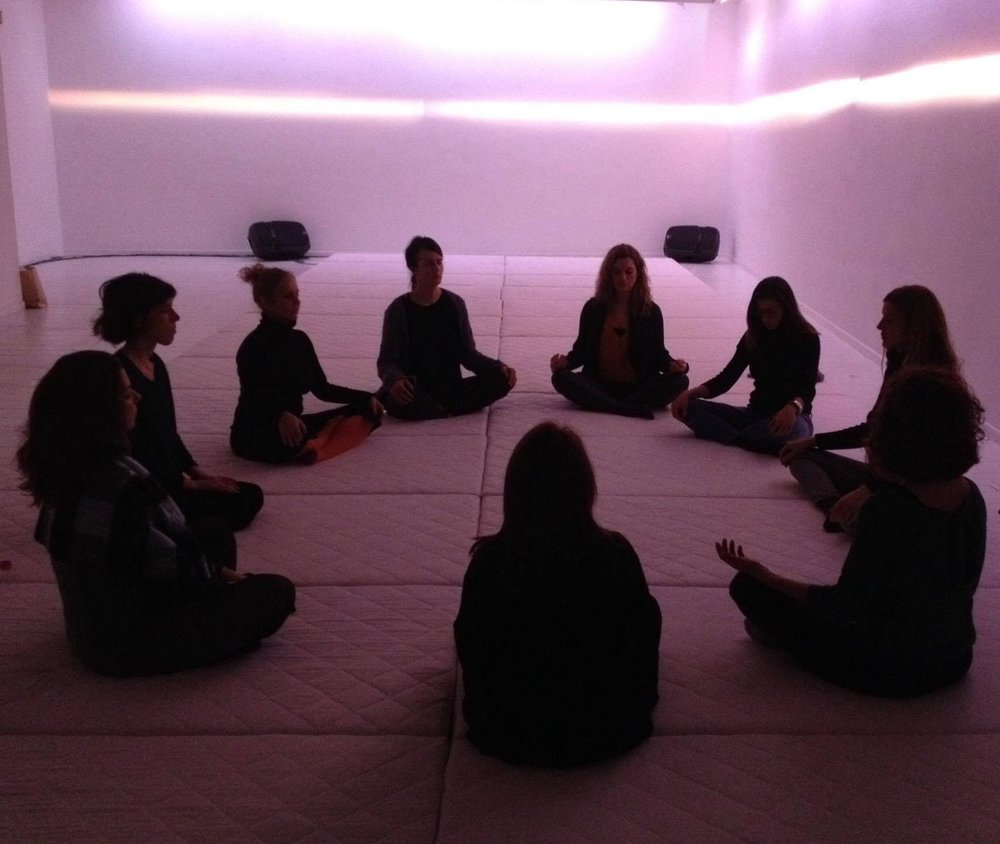 MINDFULNESS | metamatic:taf    Πρακτική διαλογισμού mindfulness στα πλαίσια της έκθεσης τέχνης    hygge    στο metamatic:taf gallery.
