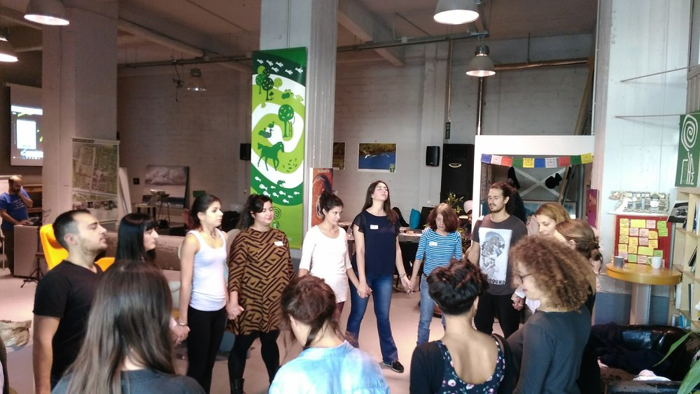 MOVING MEDITATION | ATHENS CLIMATHON    Ξεκινώντας το 1ο Climathon Athens με session κινητικού διαλογισμού Open Floor στην    Οργάνωση Γη - Organization Earth    καθώς όταν κινούμε το σώμα, κάνουμε χώρο για νέες ιδέες. Ένας αποτελεσματικός τρόπος για ενεργοποίηση της ομάδας και ενδυνάμωση της δημιουργικής διαδικασίας σε συνέδρια και εταιρικές συναντήσεις.