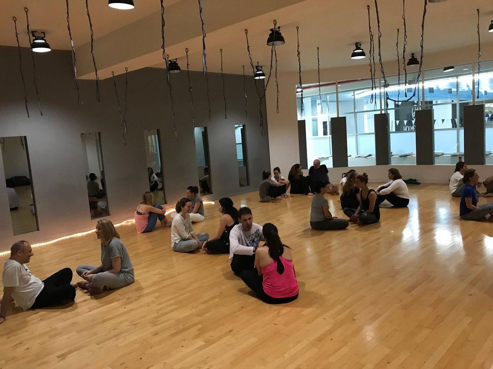 "HEART CONNECTION WORKSHOP | HOLMES PLACE    Στο κλείσιμο του special workshop για το Holmes Place Maroussi    ""Heart Connection""    συνδυάζοντας κινητικό διαλογισμό Open Floor με mindfulness."