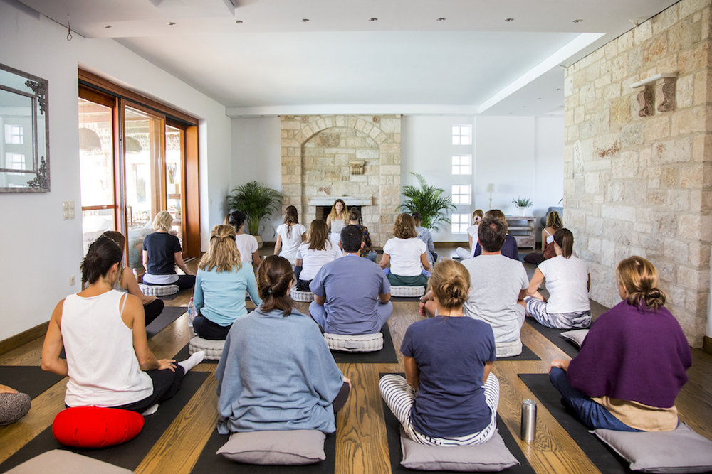 "ALL DAY MINDFULNESS DETOX RETREAT    Διοργανώσαμε ένα ολοήμερο retreat mindfulness στο πανέμορφο κέντρο Mediterra Retreat μέσα στη φύση, με εντατική εξάσκηση mindfulness και soup & juice detox by    Verve Juices   . Wellbeing για το σώμα και το πνεύμα, για να ξεκινήσουμε τη ""νέα χρονιά"" με ηρεμία, ευεξία και δημιουργική ενέργεια."