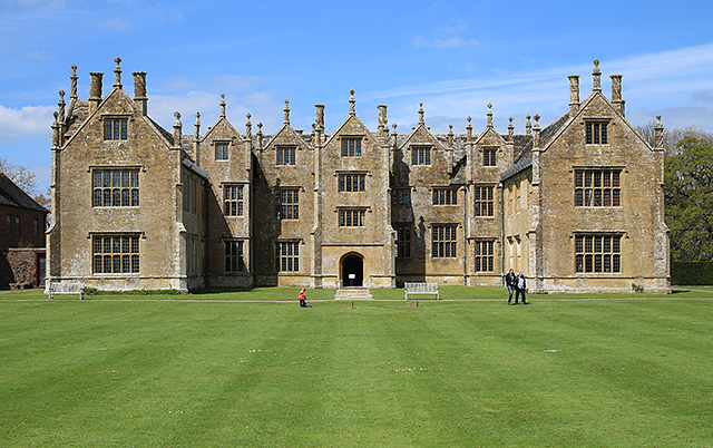 Barrington-Court-ham-stone-somerset-architecture