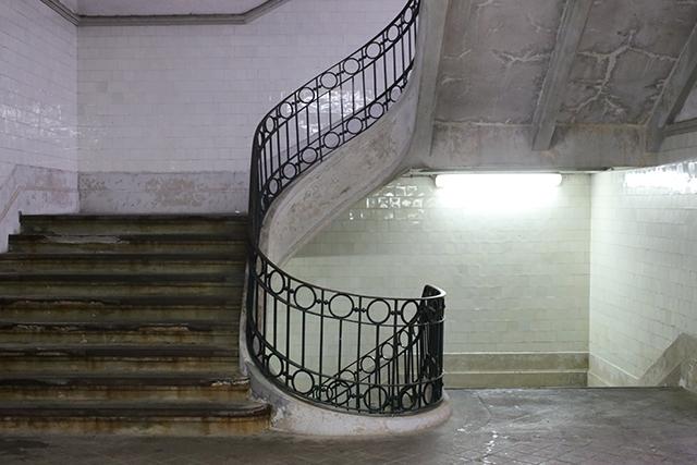 Porto-market-mercado-bolhao-stair-tiles