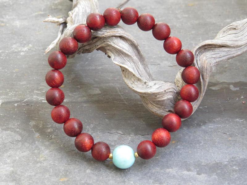 Armband aus Rosenholz mit blauem Amazonit