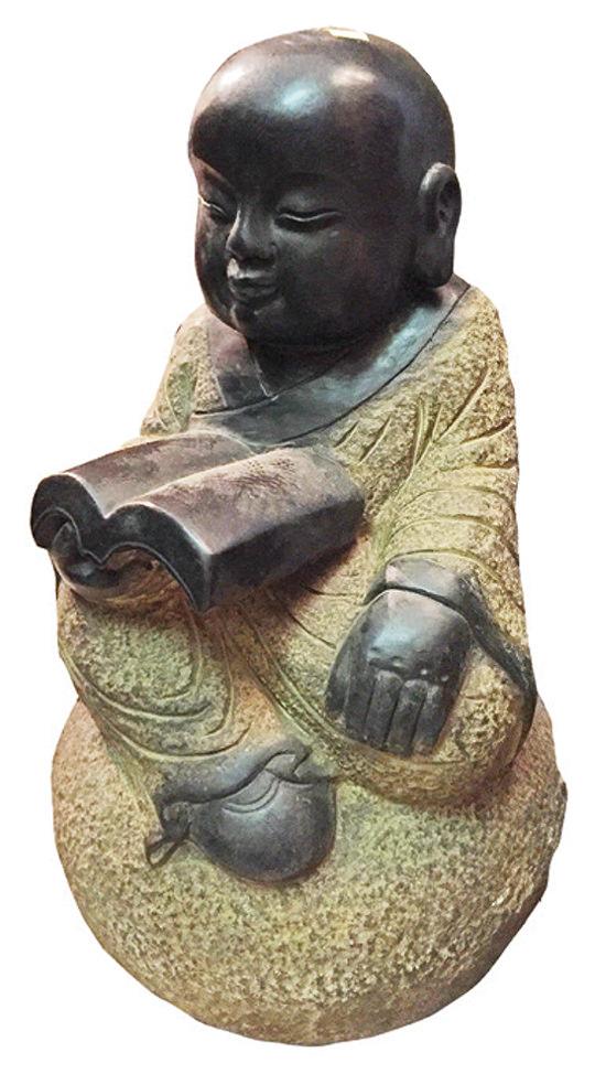 Dieser LESENDE MÖNCH ist eine besonders schön gearbeitete Steinmetzarbeit aus der Provinz Hebei in China und ein Unikat. Höhe 50 cm. 460 €