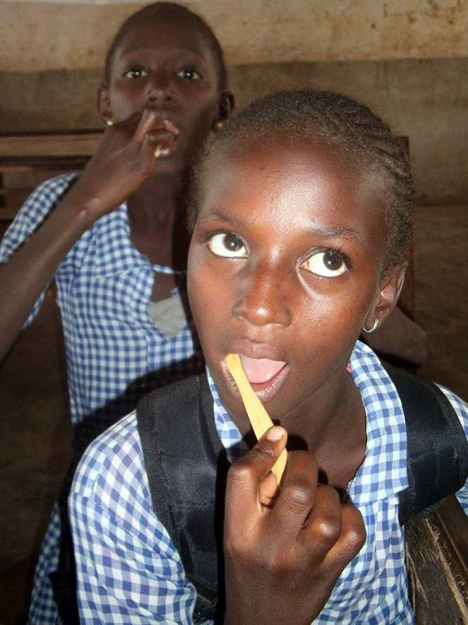 young girls brushing teeth att Soma New mod.jpg