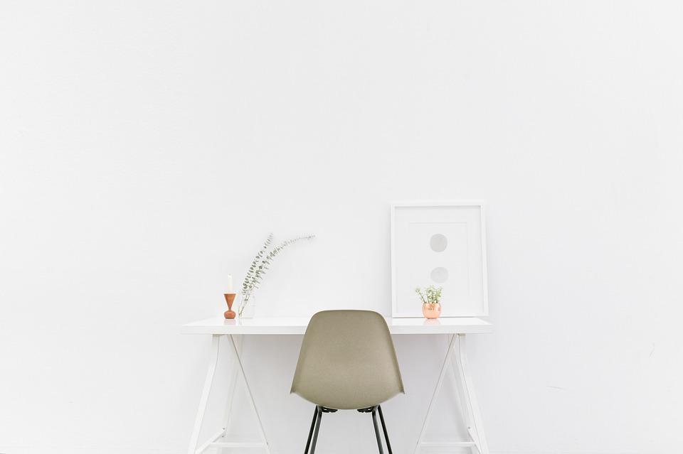 desk-1081708_960_720.jpg