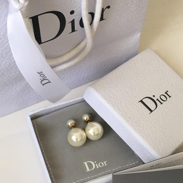 De belles perles de boucles d'oreilles pour ta belle maman! Elle le mérite!