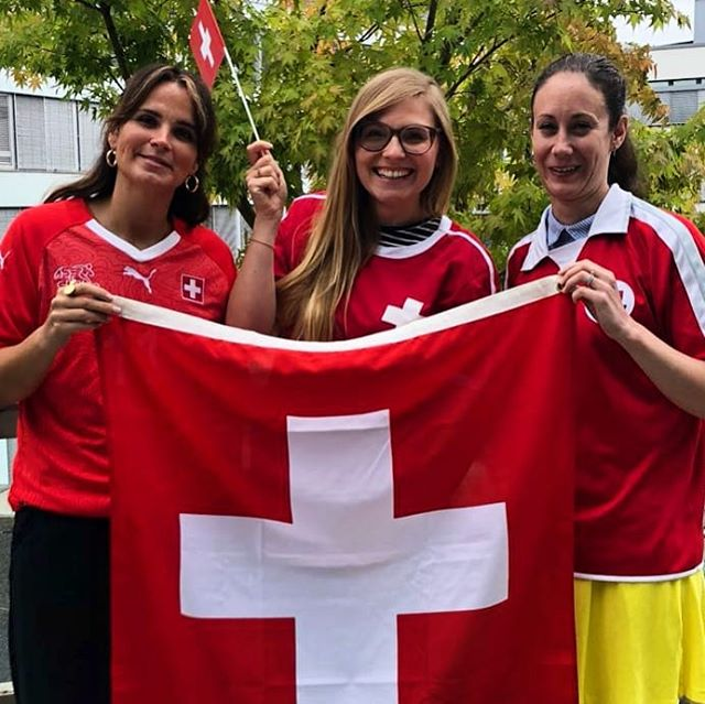 HOPP SCHWIIZ 🇨🇭⚽️🇨🇭 . . . #hoppschwiiz #allezsuisse #forzasvizzera #schweizernati #teamSUI #hopsuisse #football #wm #fashion #fashionistas #switzerland #tradonoswiss #fashioninspo #vintagefashion #secondhand