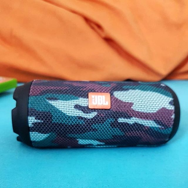 Music on, world off � Listen to the sound of #oaff18 with this #jbl #bluetoothspeaker 🎶 Link in bio👀 . . . #music #portable #bluetooth #gadgets #tradonoswiss #goodvibes #happyfriday #tgif #vintagefashion #love #electronics #secondhand #secondhandfashion