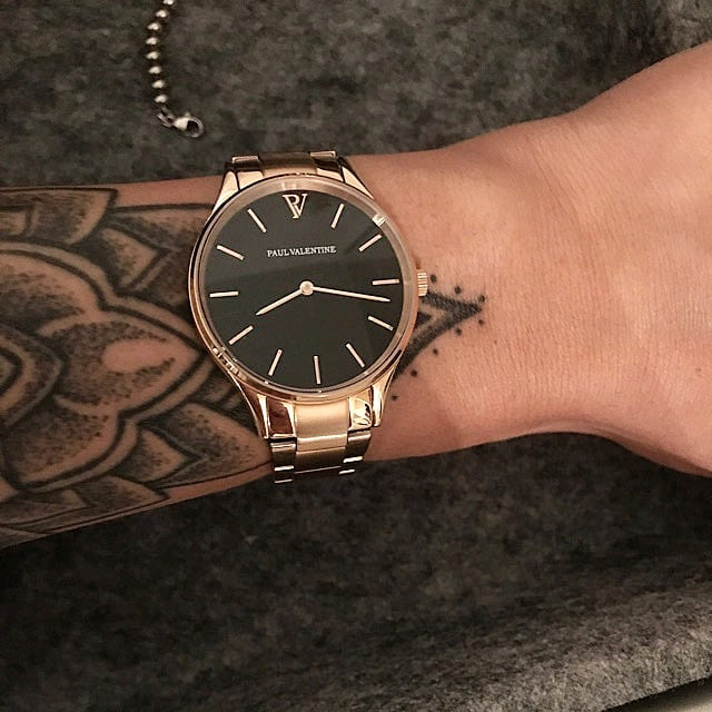 Time is now⌚ So in love with @paulvalentine watches🖤 Link in Bio🔝 . . . #watch #watchesofinstagram #accessories #paulvalentinelove #paulvalentinewatch #paulvalentine #instawatch #instagood #instadaily #inspiration #watch #loveit #luxurybrand #inspiration #tradonoswiss #staypositive #casualchic #simplestyling #accessorizing #stylepost #goodvibes #happy #fashion #love #secondhand #secondhandfashion
