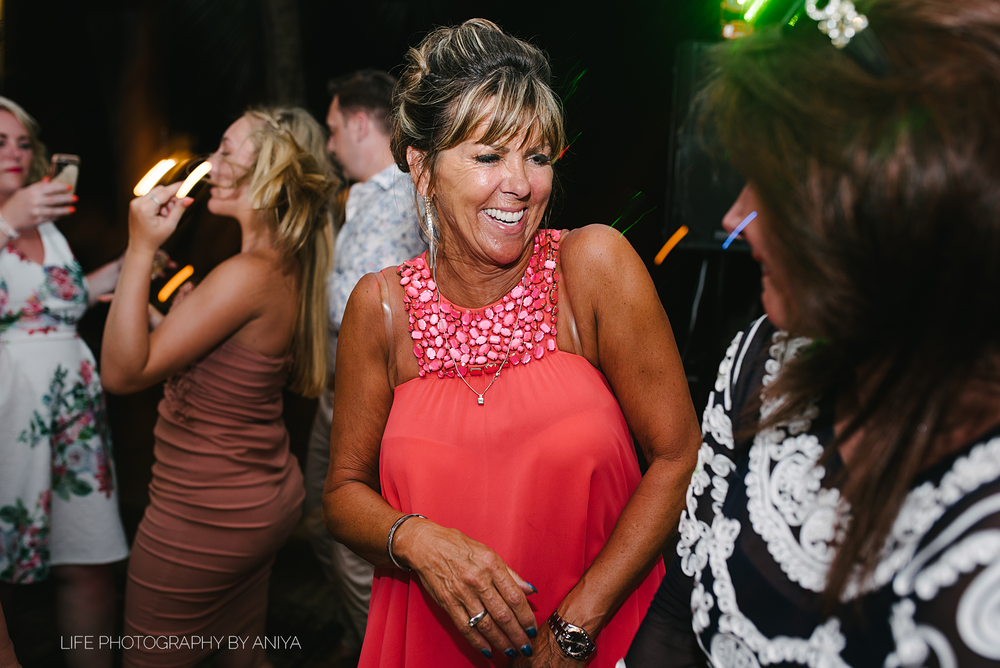 barbados-wedding-photography-Lonestar-Restaurant-km-199.png