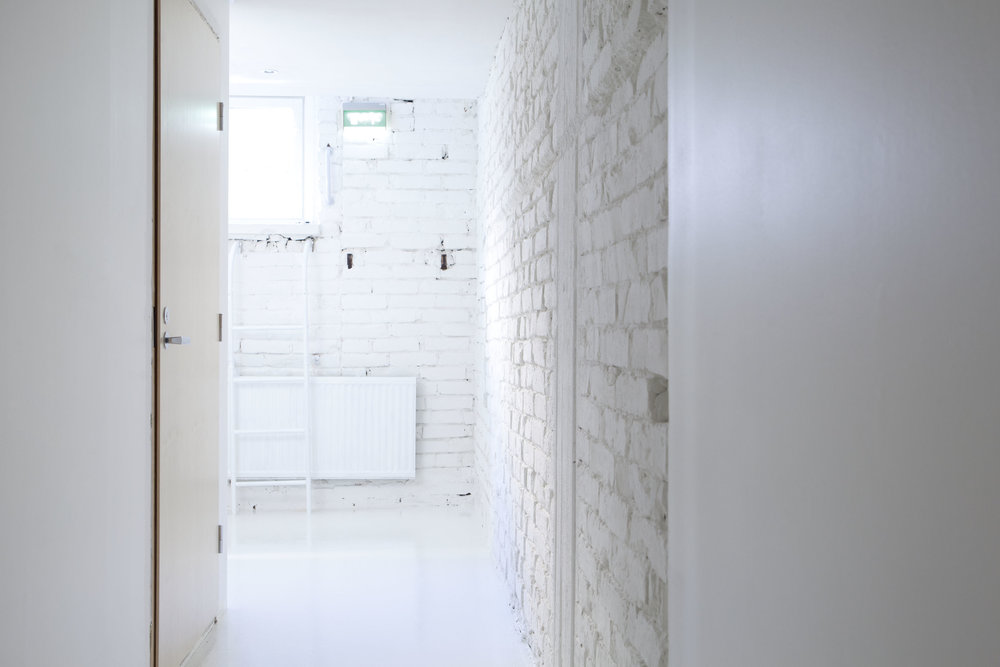 Käytävä huoneisiin 1 ja 2