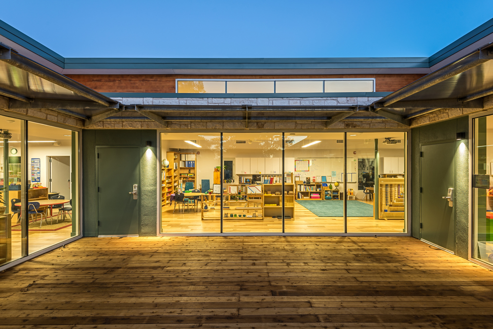 From the beginning, the courtyard was intended to be an extension of the classroom space. Inside and outside blend seamlessly.