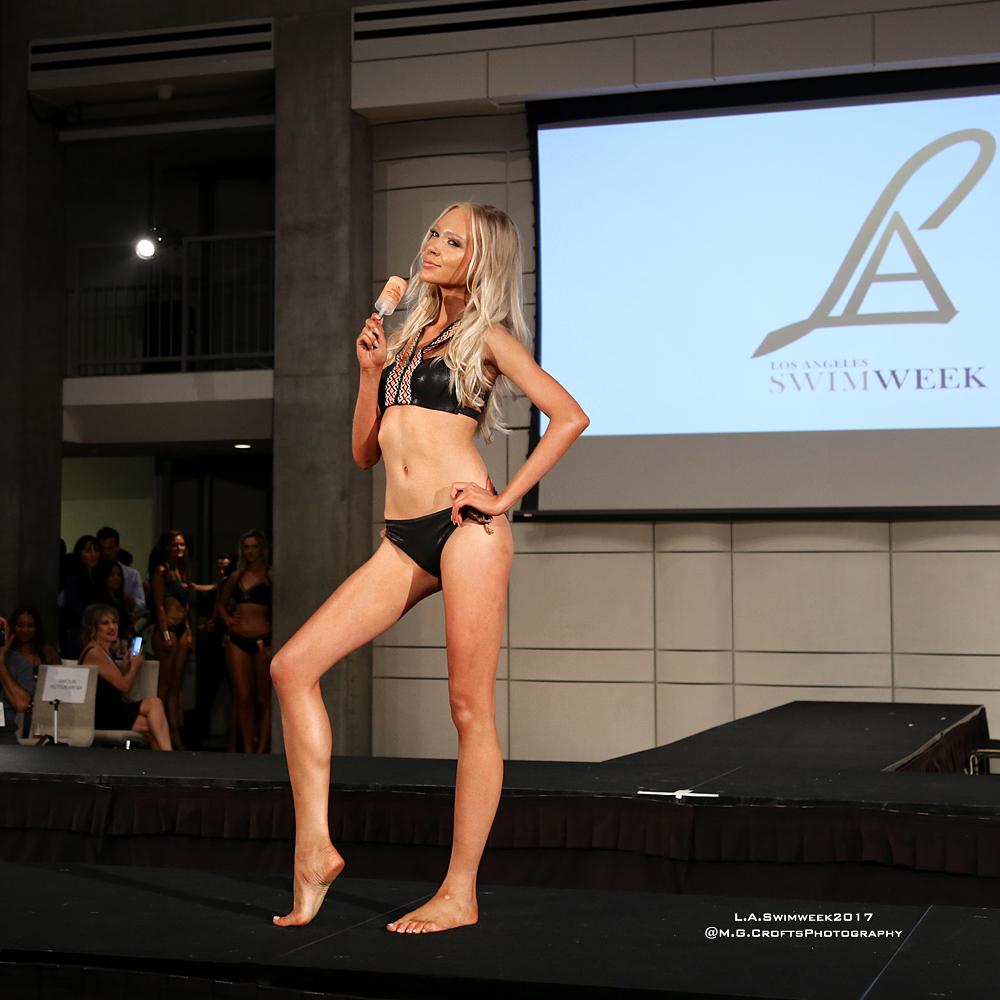 Model: Anna Kin