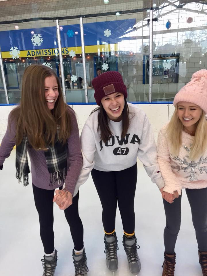 iceskating-skaters-winter-sisters-love.jpg