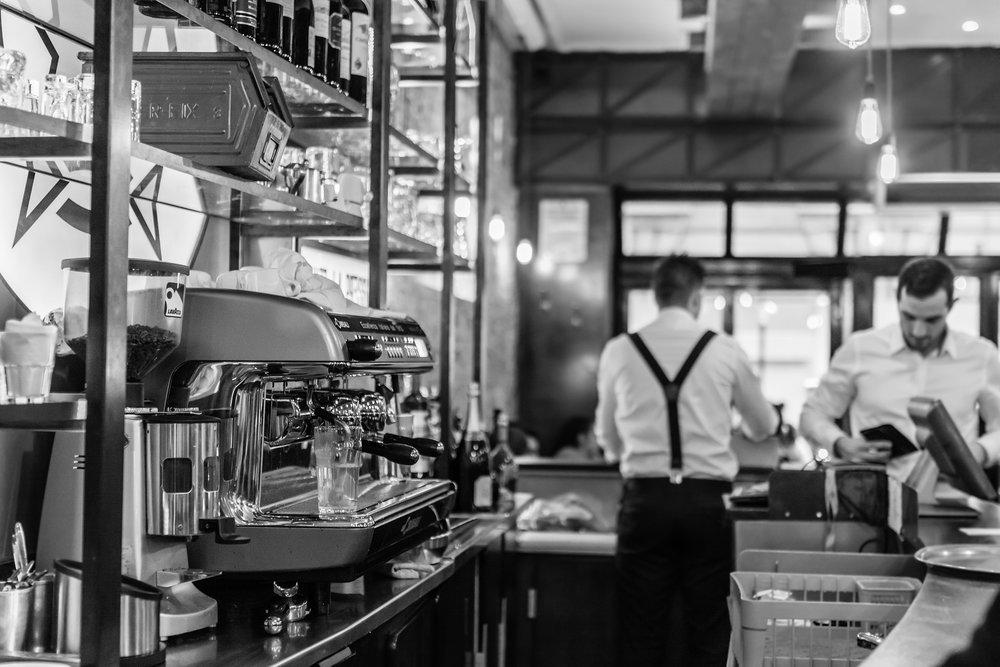 barista-cafe-aushilfe-als-kellner-in-der-gastrobranche-berlin-geld-verdienen-personalvermittlung.jpg