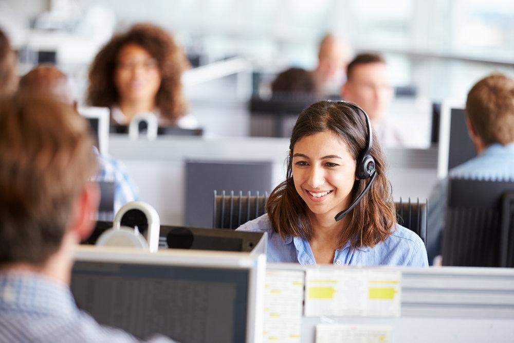 callcenter-mitarbeiter-teilzeit-in-der-kundenhotline-arbeiten.jpg