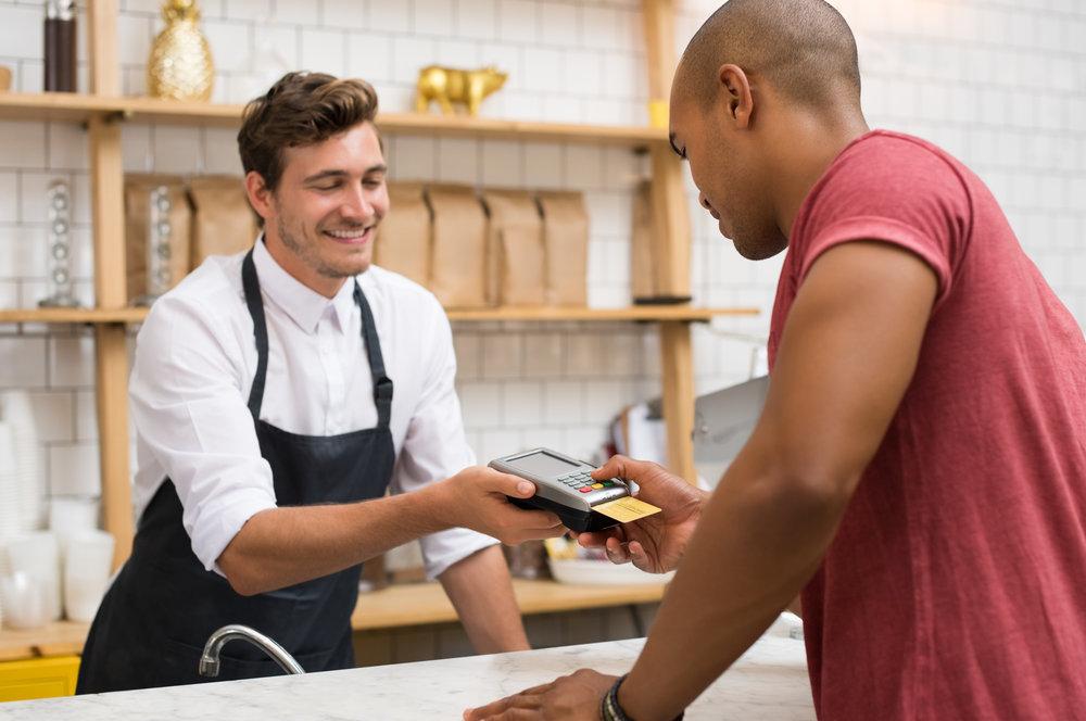 kassierer-im-restaurant-aushilfe-kassenmitarbeiter-verkaufshilfe-studentenjobs.jpg