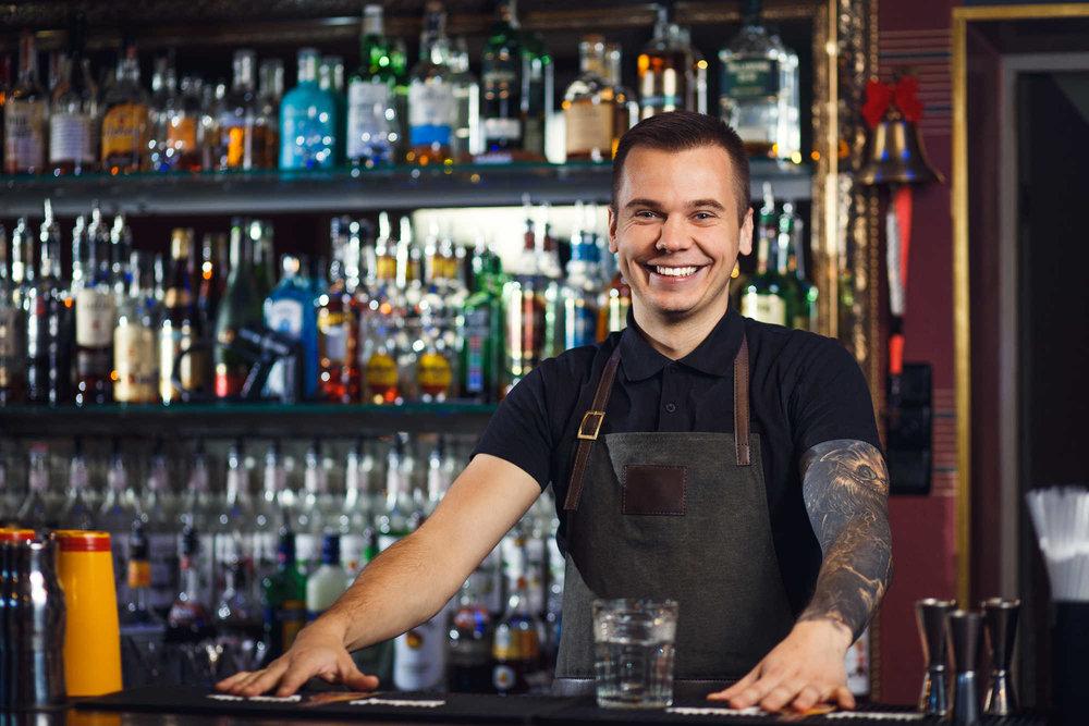 Buchen Sie Barkeeper mit nur zwei Stunden Mindestvorlaufzeit über Zenjob, Ihr Partner für Barkeeper-Aushilfen in Berlin.