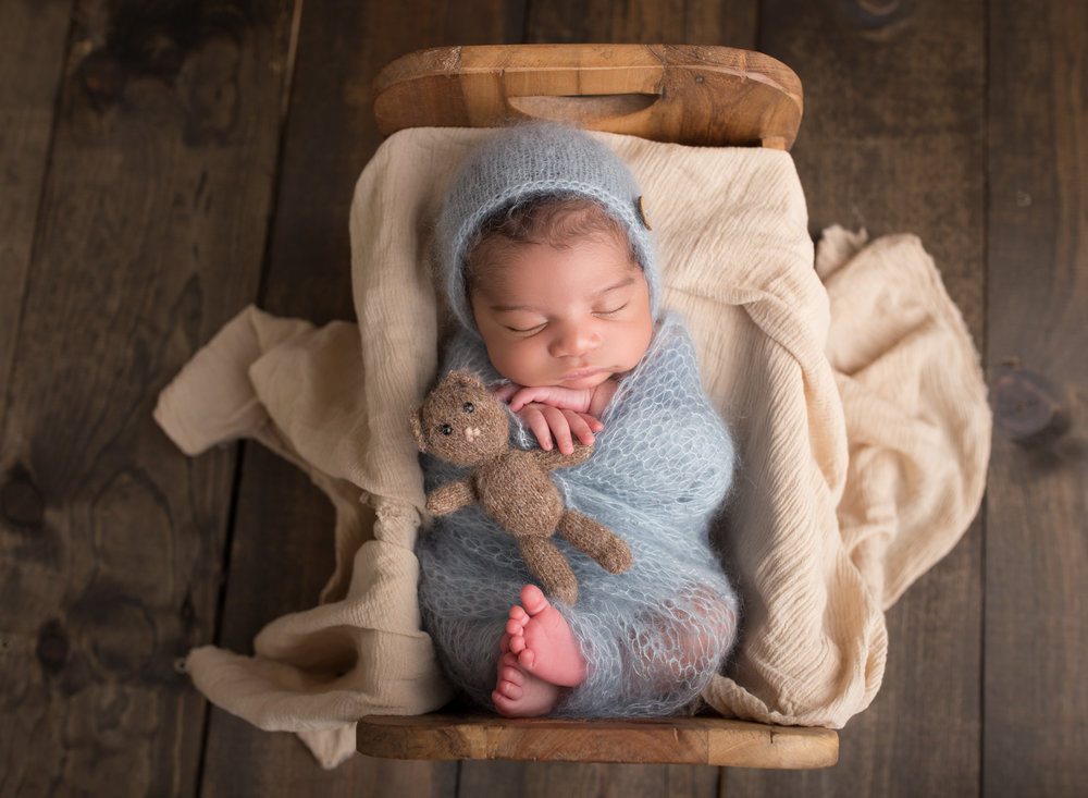 boca-raton-newborn-photographer-baby-photography-parkland-coral-springs-wellington-south-florida-lake-worth-baby-boy-in-bed.jpg
