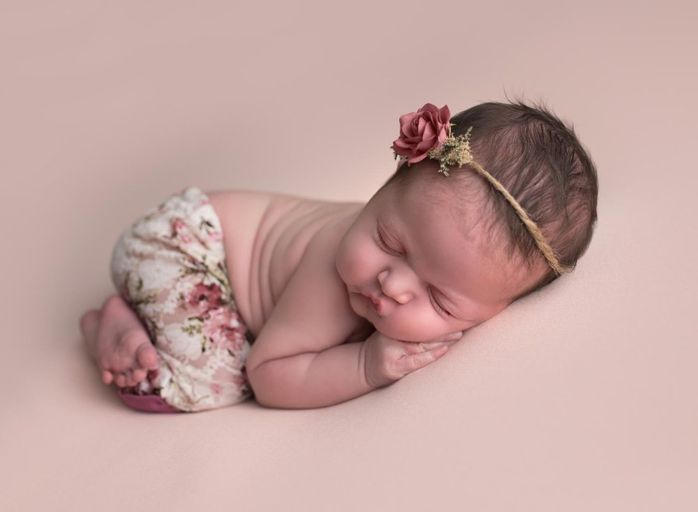highland-beach-newborn-photographer-boca-raton-newborn-photographer-baby-photography-parkland-coral-springs-wellington-south-florida-lake-worth-tushie-up-pose.jpg