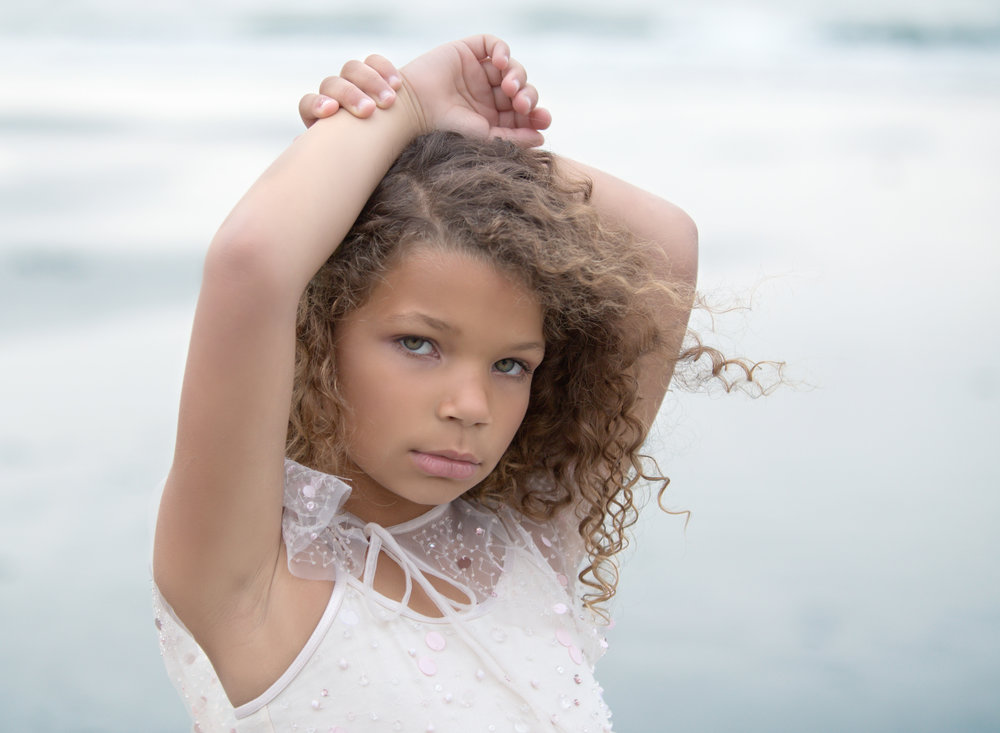 boca-raton-child-photographer-parkland-family-photographer-coral-springs-wellington-lake-worth-boynton-lantana-alissa-delucca-photography-beach-curls.jpg