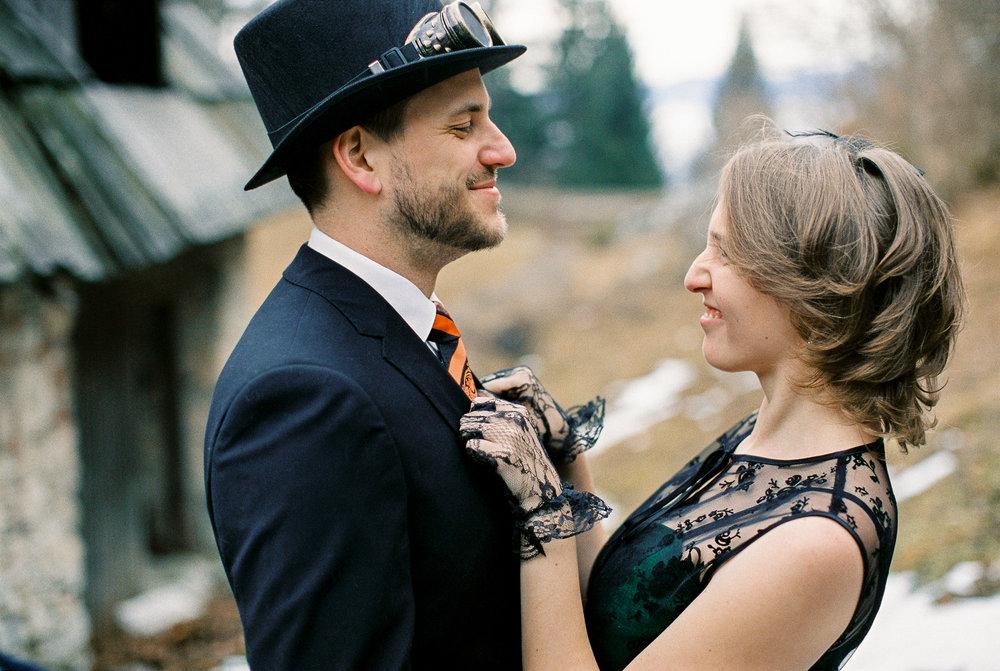 steampunk-engagement-session-theresa-pewal