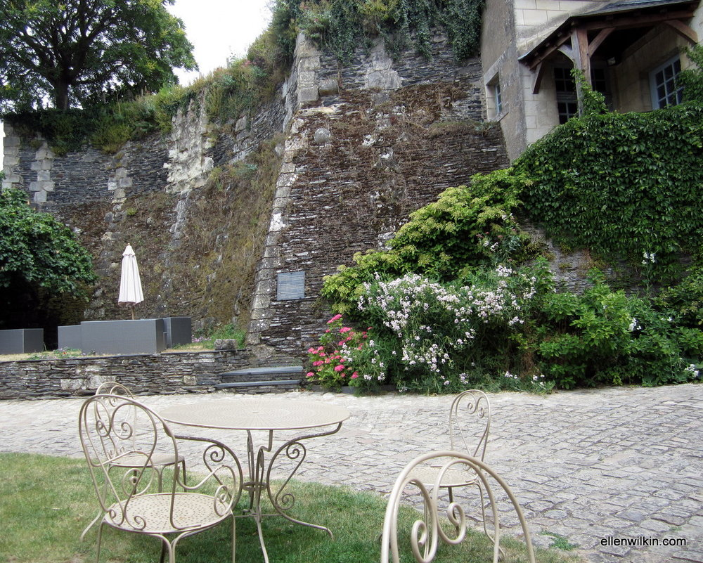 A spot of lunch on the front lawn of the governor's mansion inside the walls of the Chateau d'Angers.