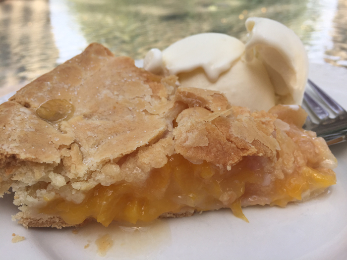 Homemade Peach Pie with Fresh Peaches