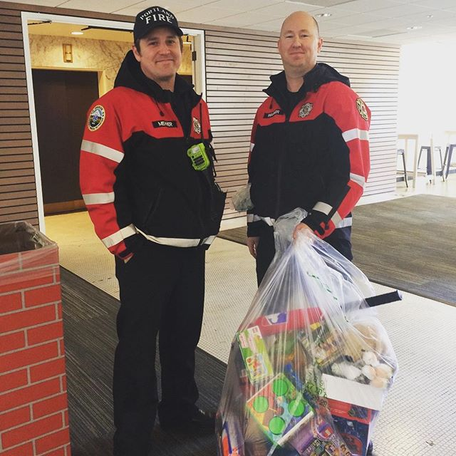 Portland Fire Dept. & Rescue picking up donations for the Toy & Joy Program 🎁 #womplypdx #womply #pfd #toys