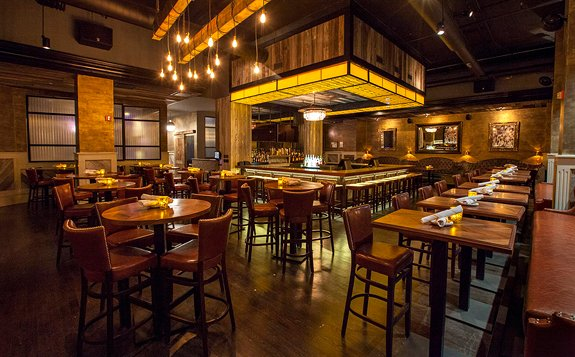 Seven Lions is a contemporary clubhouse restaurant, attracting patrons for beer, burgers, and power lunches.