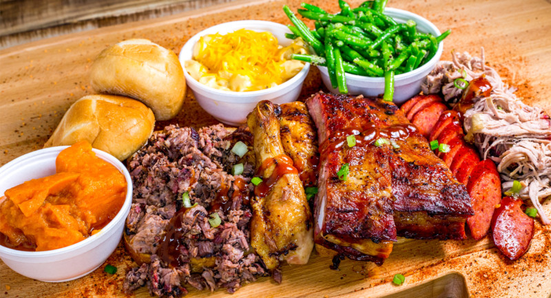 Rollin Smoke BBQ brings southern hickory smoked barbecue to the Southern Nevada desert.