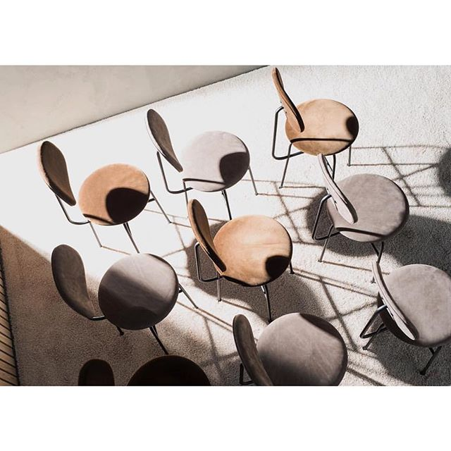 Love this beautifully minimal Afteroom Plus Chair by @afteroom_studio for @menuworld 🖤#menuworld #menudesign #afteroomstudio #afteroom
