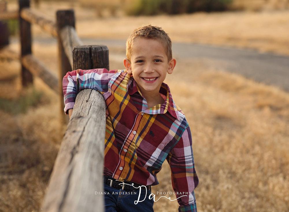boy-outdoor-family-photos