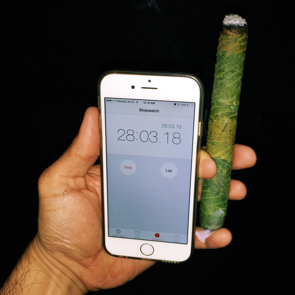 The stopwatch represents the session that it took to burn the ash at the tip. The phone will be dead before the cannagar goes out.