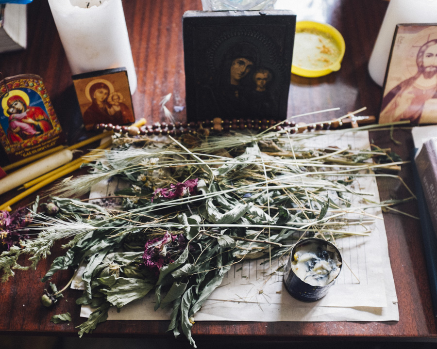 A shrine with Icons and Flowers on Nellis table. Under the flowers there's a letter with her wishes and ideas what she wants to do when the war is over.