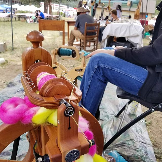 What a fantastic time we had at the Bailey Day spinning demo! . . #BaileyDay #baileyday2018 #spin #spinning #spinnersofinstagram #yatw #yatwvkn #colorfuleclecticyarn #colorfuleclectic #colorandlifepodcast #colorandlife #jennuine #jennuineknits #fiberjenn