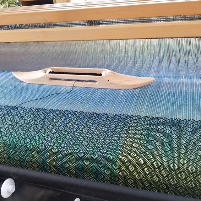 More weaving is happening! Maybe the other towels should be finished up today too? Hmmmm... . . #jennuine #jennuineknits #colorandlife #colorandlifepodcast #fiberjenn #colorfullife #coloringlife #weaversofinstagram #weavers #weaving #weave #mightywolf #blazingshuttles