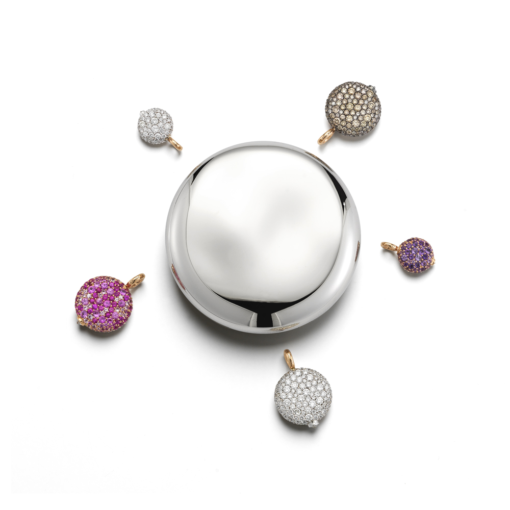 Olivia_Chantecaille_Jeweled_Makeup_Compact_Gift_Idea