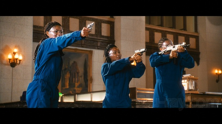 A screenshot of the final bank robbery during the film. (From L-R, Elise, Pickett-Smith, and Latifah).