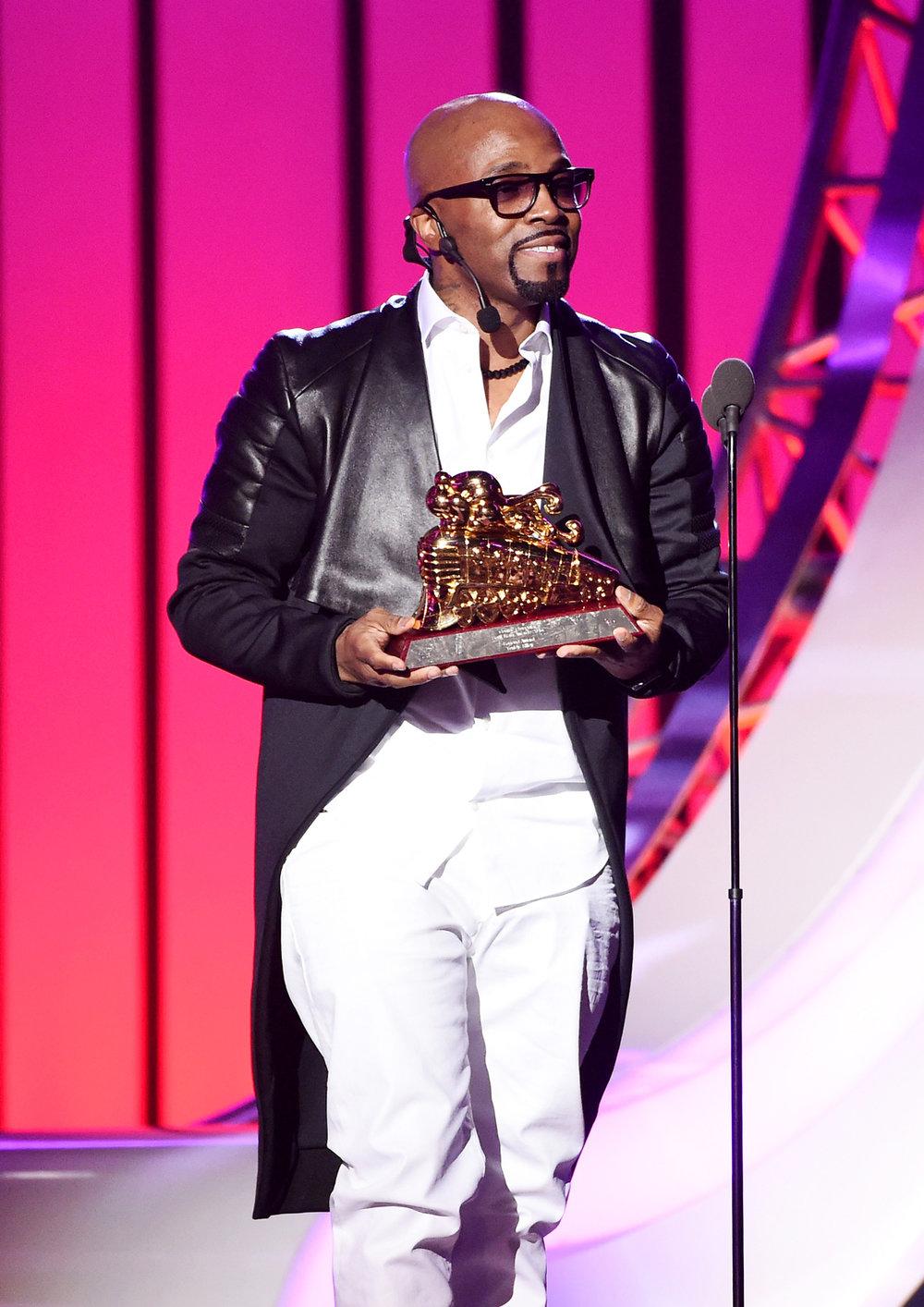 Teddy Riley receiving the Legend Award