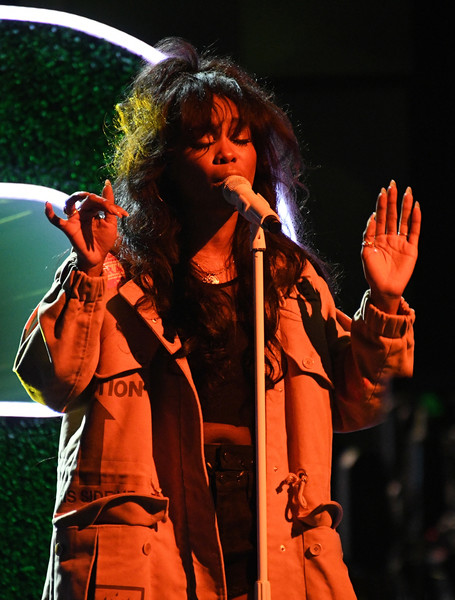 "SZA performing ""Normal Girl"". (Source: Google)"