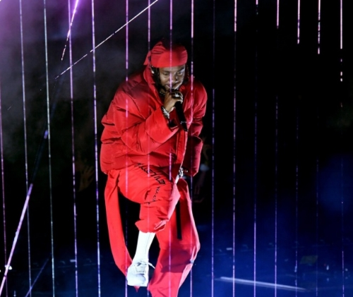 Kendrick Lamar opened the VMAs with a performances filled with lights and fire. (Source: Google)