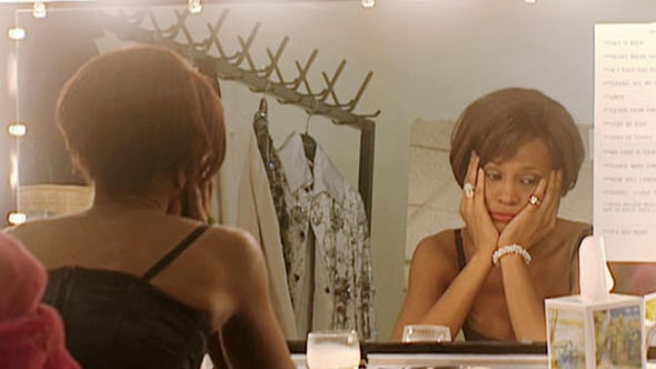 One of Whitney's intimate moments behind the stage. (Soure: Google)