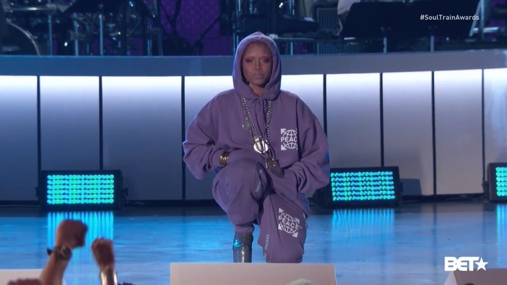 Erykah Badu takes a knee during her opening segment of the Soul Train Awards. (Source: Twitter)