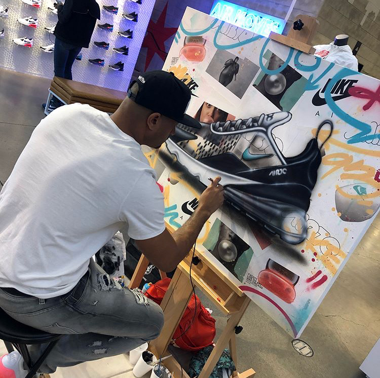Chicago artist P. Scott creating a piece that stuns customers. (Source: Instagram, @morgandania)