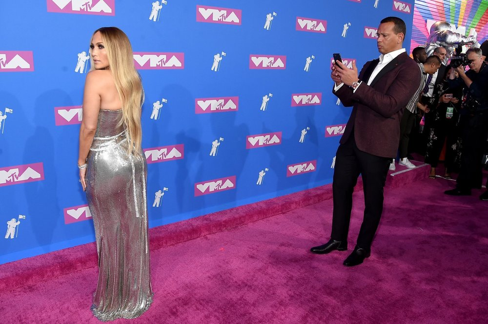 Jennifer Lopez graces the MTV VMA Red Carpet. (Source: Twitter)