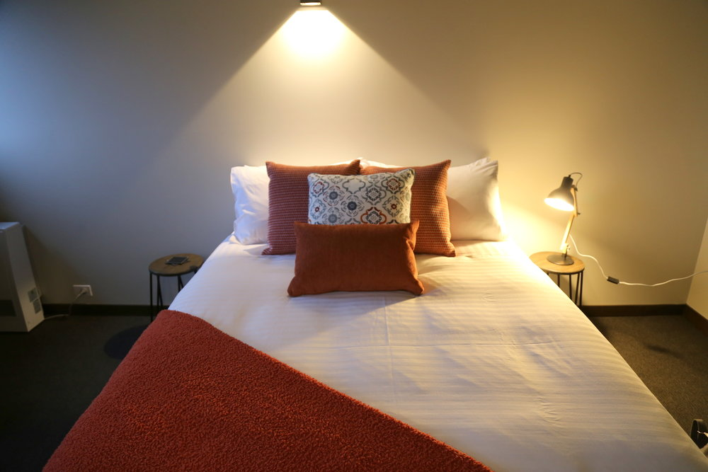 Thousand Lakes Lodge - king bed