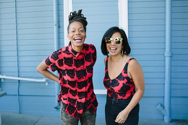When you show up at the Free Breakfast in historic Lil Bobby Hutton Park wearing the same threads 🖤❤️🖤 . Collaborators @mayli of @lapelanga DJs 🎶 and PKC OG Front of House 👑 @black_chamomile 📷 @fox_nakai #peopleskitchencollective #lifeisliving #oakland #bayarea #blackpantherparty #freebreakfastprogram
